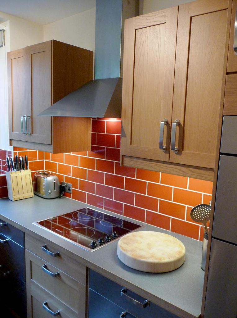 Should You Have Tiles Or Splash Backs On Your Kitchen Walls Kitchen Blog Kitchen Design Style Tips Ideas Kitchen Warehouse Uk